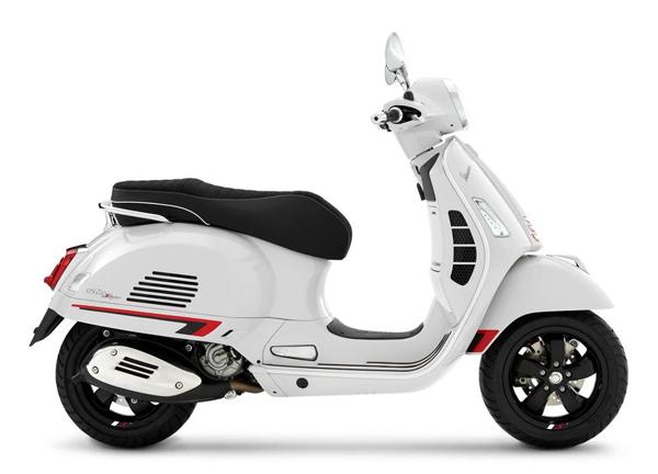 Vespa GTS Super Sport 300 HPE สีขาว