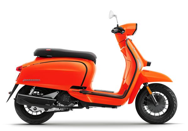 Lambretta V200 2021 สีส้ม