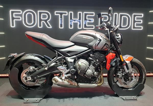 Triumph Trident 2021 สีเงิน-แดง
